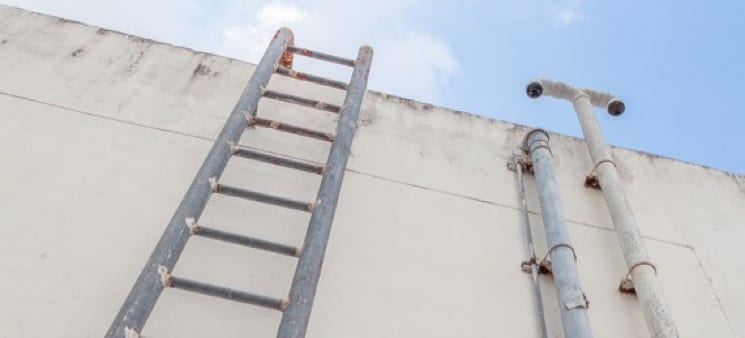 How to Choose a Roof Ladder - The Best Ladders for Working on Roofs